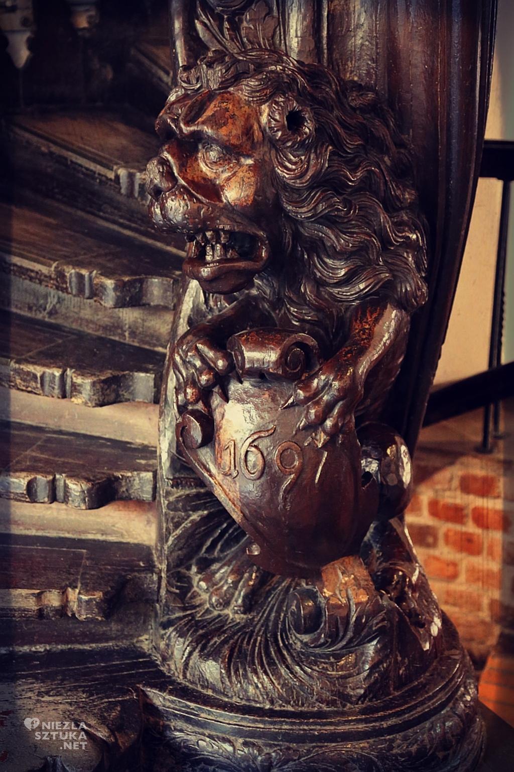 Kamienica pod Gwiazdą – oddział Muzeum Miasta Torunia – Sztuka Orientu. Drewniana klatka schodowa, detal