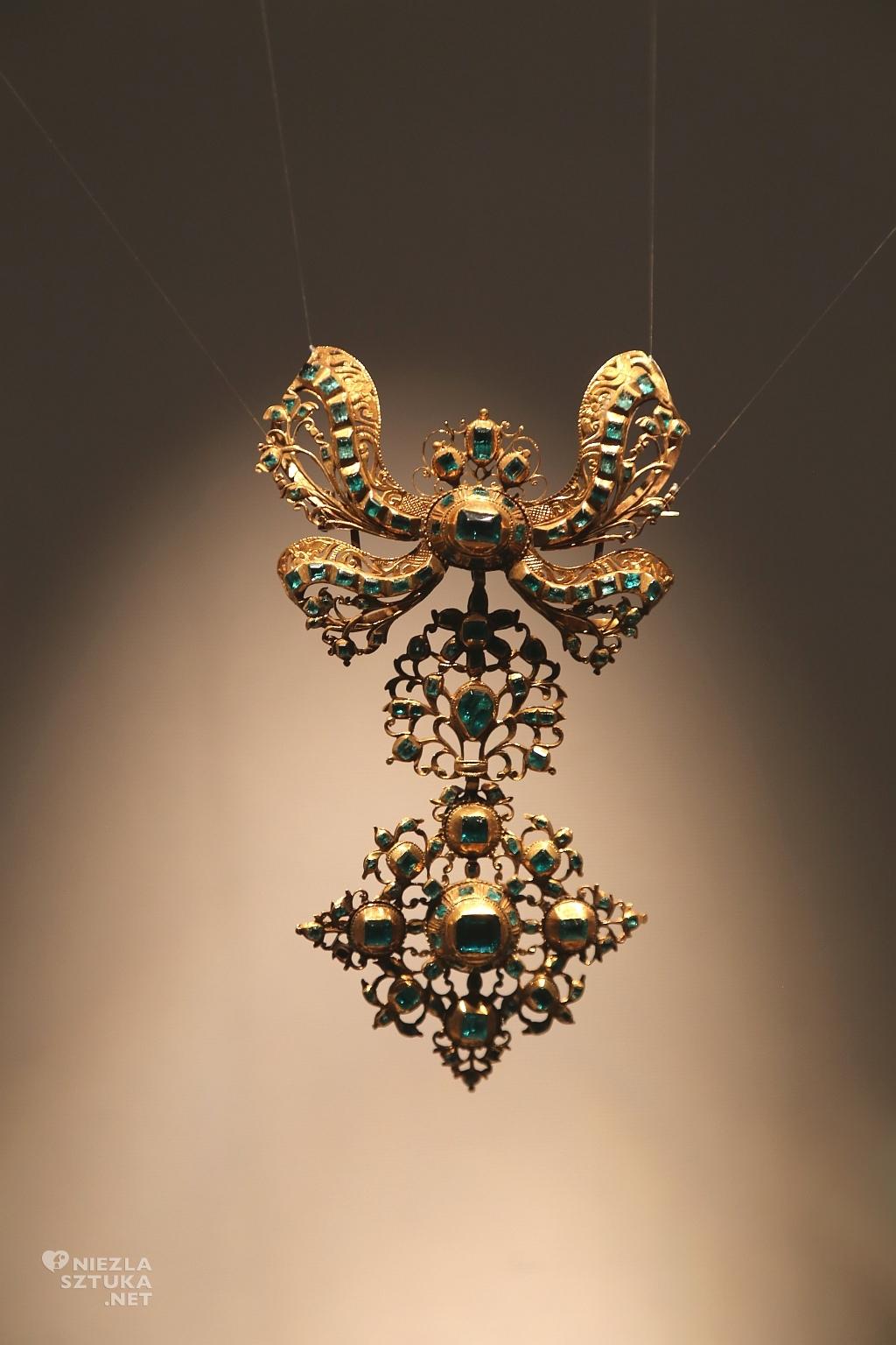 Hiszpania, pektorał (dekoracja zawieszana na klatce piersiowej), 1730 r. Materiały: złoto i szmaragdy