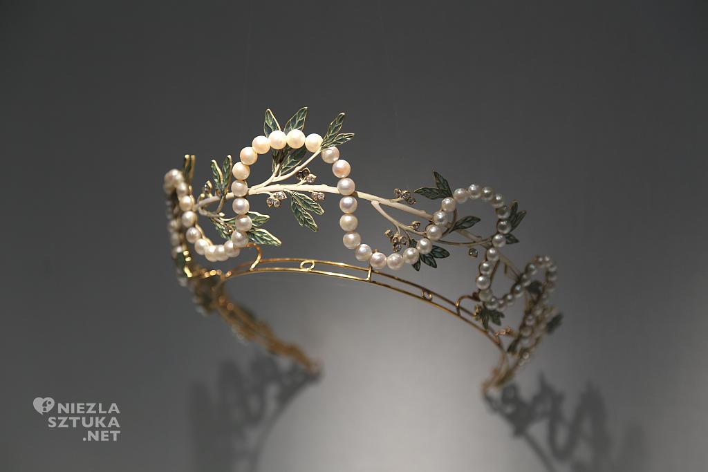 Francja, Paryż, Rene Lalique, diadem. Materiały: złoto, perły, diamenty, emalia
