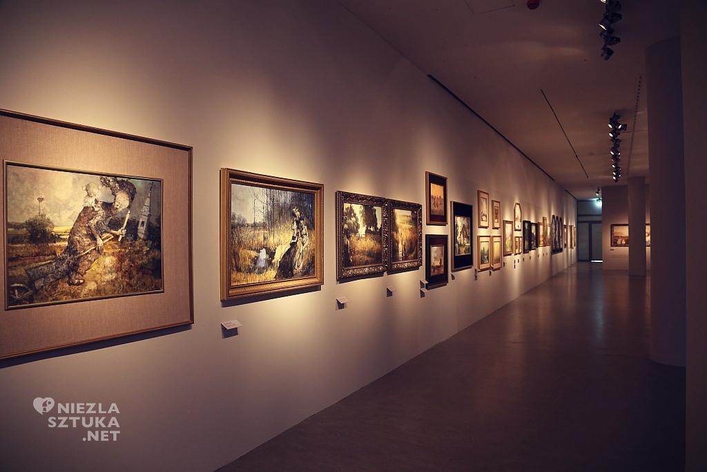 Widok ogólny na wystawę malarstwa Dudy – Gracza