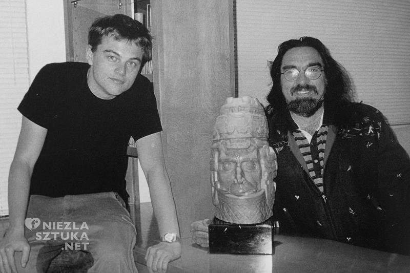 Leonardo i George DiCaprio z rzeźbą Stanisława Szukalskiego