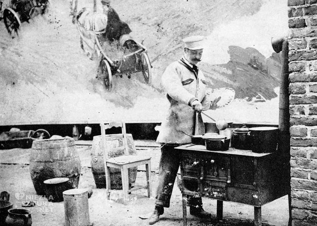 Kossak gotujący posiłek dla ekipy malarzy Panoramy Racławickiej