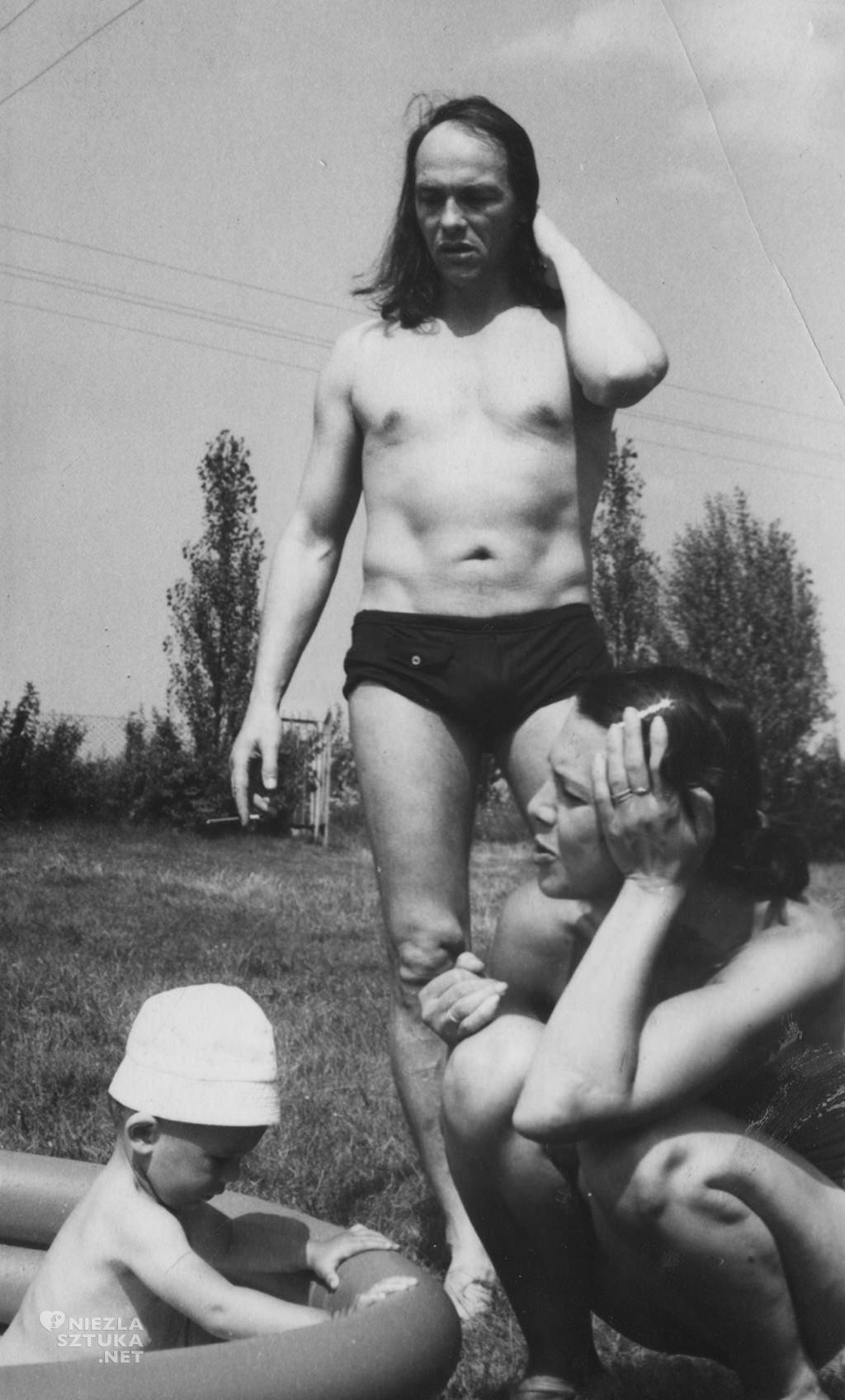Teresa i Franciszek Starowieyscy z synem Antkiem, dzięki uprzejmości żony artysty