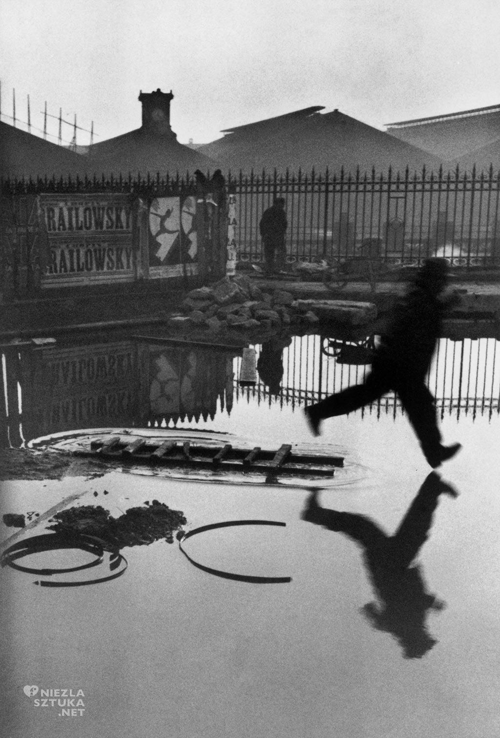 Henri Cartier-Bresson Z tyłu dworca Saint Lazare | 1932