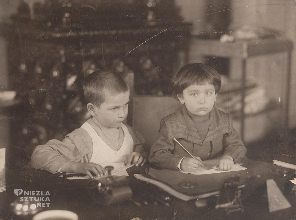 Mieczysław i Stanisław Wyspiańscy w pracowni ojca 27 marca 1905 roku, fot. Muzeum Historii Miasta Krakowa