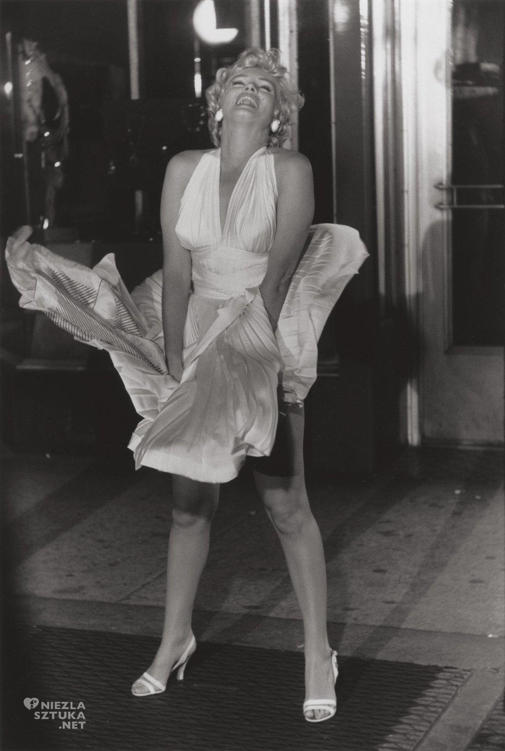 Marilyn Monroe na planie Słomianego wdowca, reż. Billy Wilder | 1955, fot. Garry Winogrand, źródło: theredlist.com