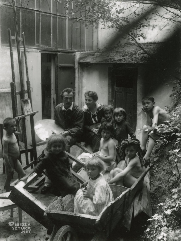 Hofmanowie i ich podopieczni | Kraków, lata 20. XX w., fot. pochodzi z publikacji W Szklarskiej Porębie wszystkie drogi prowadzą do Wlastimilówki