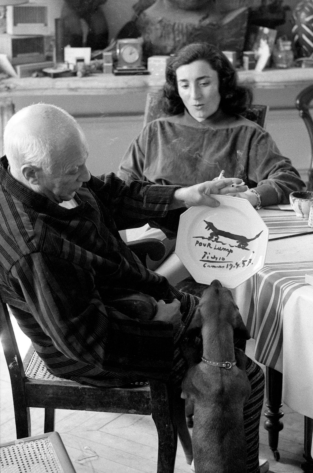 Pablo Picasso z psem lump