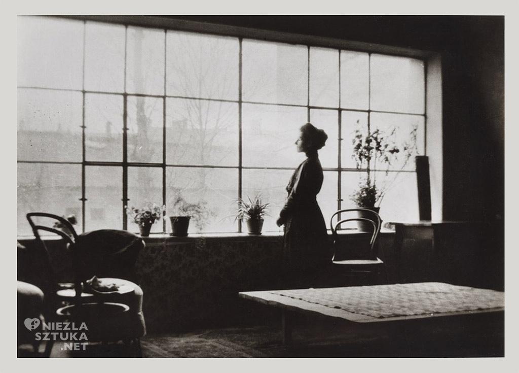 Olga Boznańska w pracowni w domu rodzinnym