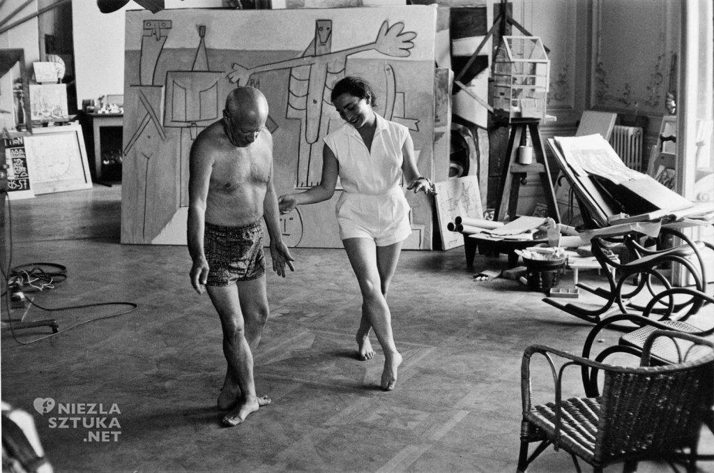 Jacqueline ucząca Picassa baletowych figur, Kalifornia, ok.1957, fot. vintag.es