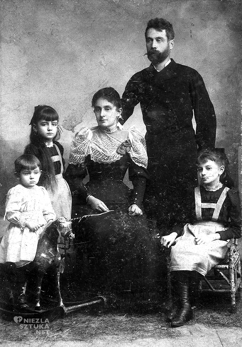 Egon, Melanie and Elvira Schiele with their parents, 1893 © Private Collection, Photograph: anonymous, Leopold Museum