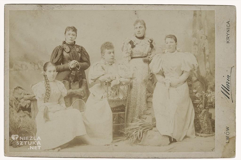 Michalina Krzyżanowska z matką Marią Piotruszewską i rodziną, ok 1894-1901 źródło Polona