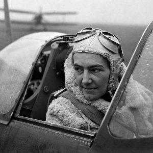Lee Miller Anna Leska, (polska pilotka, pierwsza kobieta w brytyjskim Air Transport Auxiliary RAF)   1942