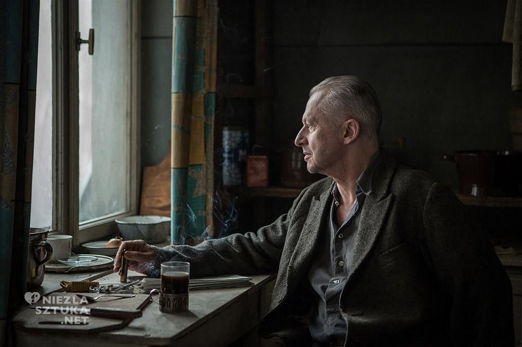 Bugusław Linda jako Strzemiński na planie filmu Powidoki, fot. Anna Włoch / Akson Studio