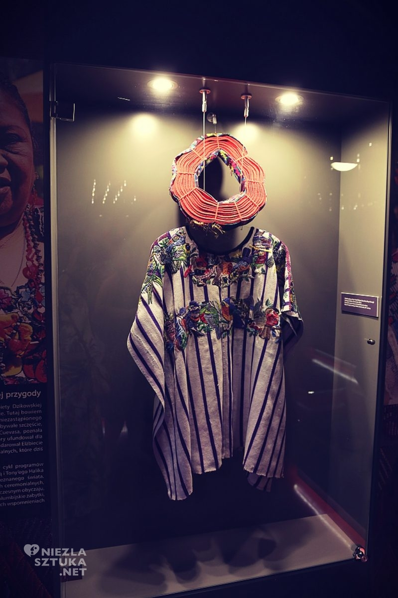 Nakrycie głowy i huipiles (bluza) plemion tkackich Majów