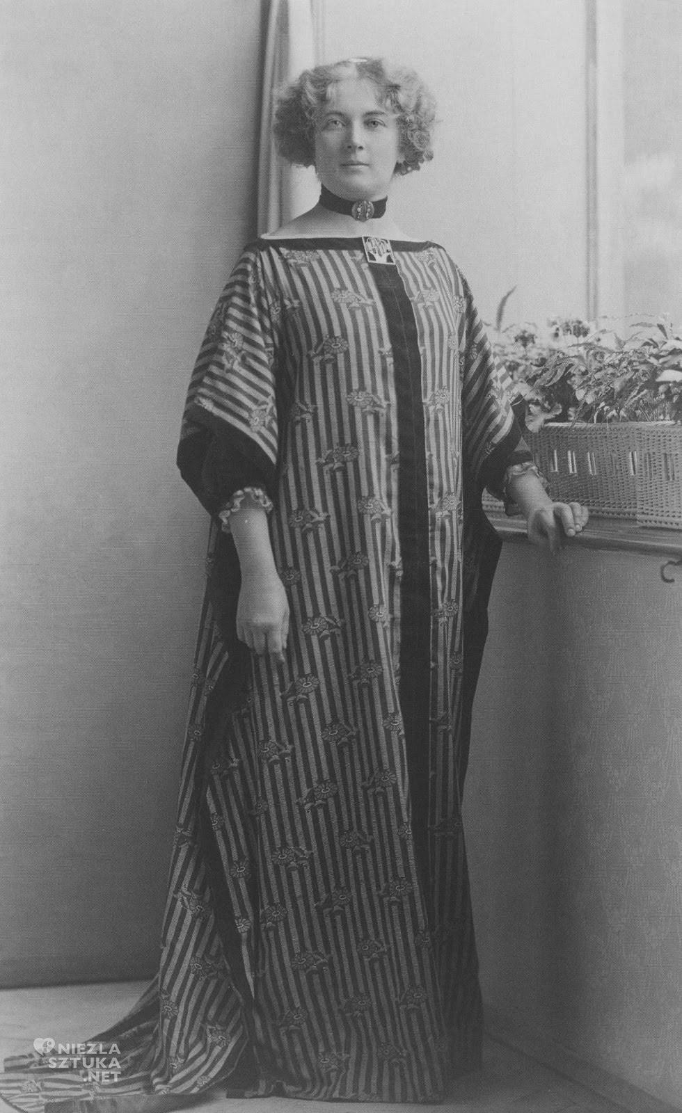 SoniaKnipsInWWDress-Fabric-byEduardWimmer-Wisgrill+1911+