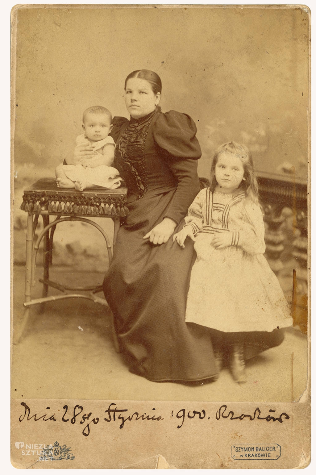 Teodora Pytkówma z Heleną i Mieczysławem, Zdjęcie podpisane przez Stanisława Wyspiańskiego, fot. Muzeum Historii Miasta Krakowa