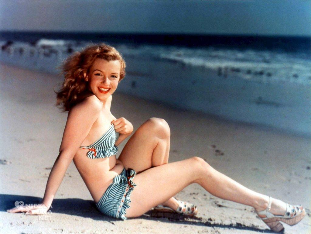 Pocztówka z młodą Monroe, źródło: theredlist.com