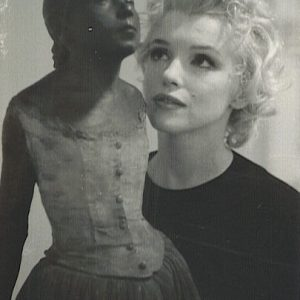 Marilyn Monroe z rzeźbą Edgara Degas w William Goetz House | 1956, fot. Joshua Logan, źródło: theredlist.com