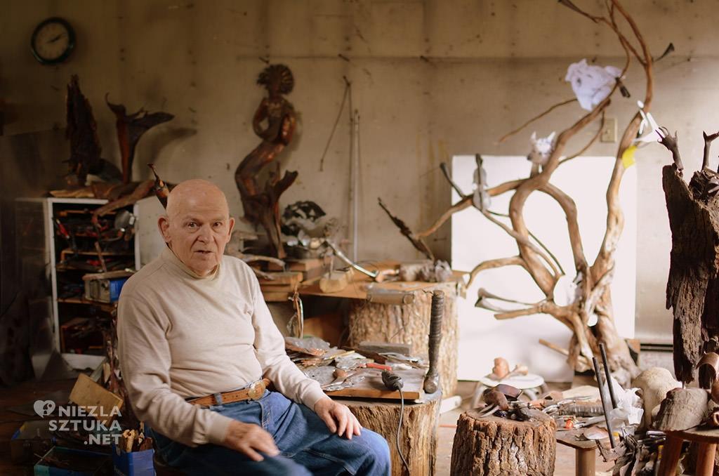 Lubomir Tomaszewski w swojej pracowni, rzeźba, pocelana, design, figurki porcelanowe, Niezła sztuka