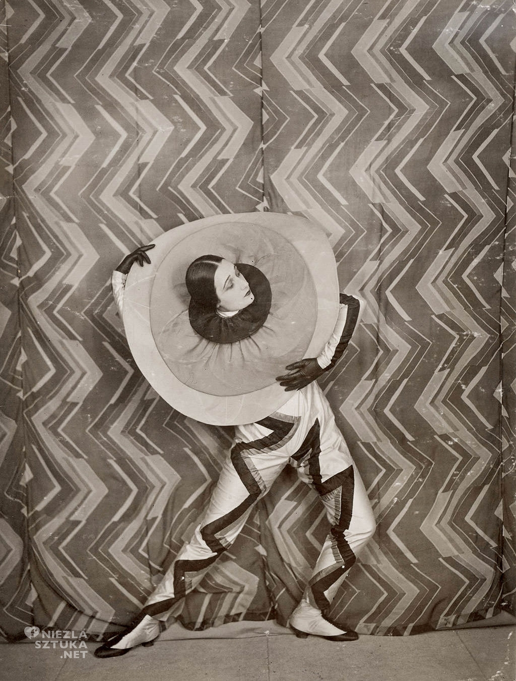 Lizica Codreanu w kostiumie Pierrota, projekt: Sonia Delaunay | 1926