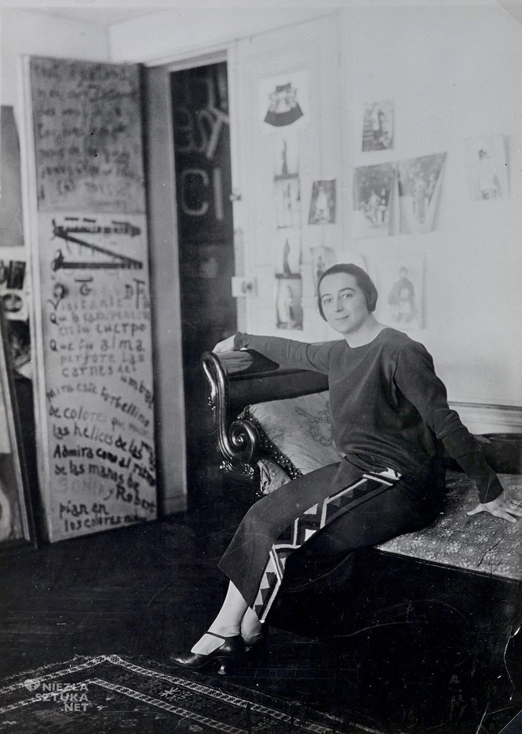 Sonia Delaunay w swoim studio przy Boulevard Malesherbes, 1924