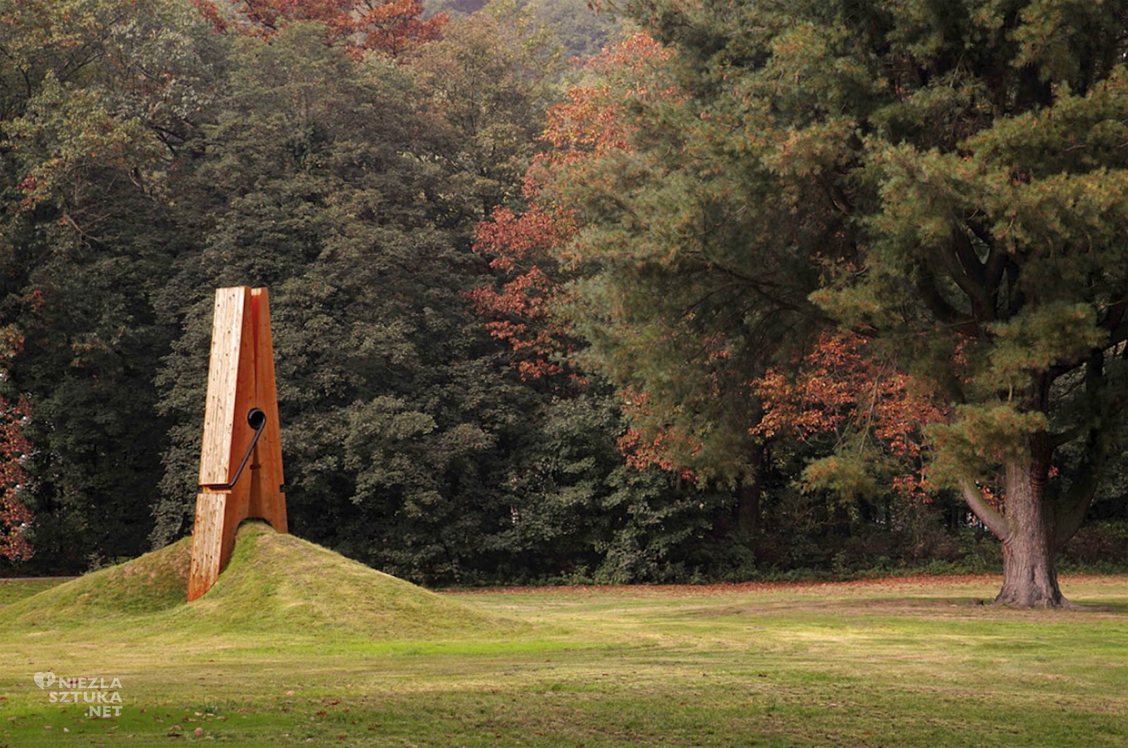Mehmet Ali Uysal, The Giant Clothespin, fot. Aasararchitecture.com