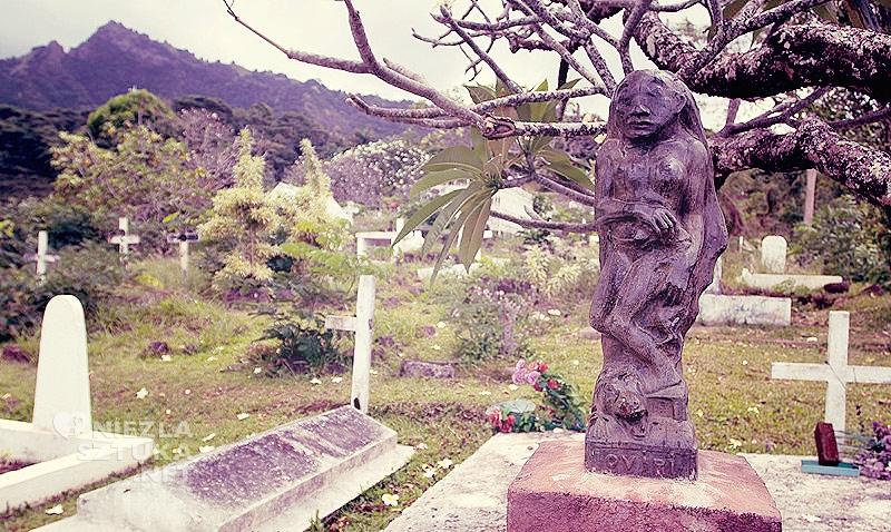 Paul Gauguin, Oviri, wyspa Hiva 'Oa, rzeźba Gauguina, grób Gauguina, postimpresjonizm, impresjonizm, postimpresjoniści, malarstwo Tahiti, malarstwo Polinezji, podróże Gauguina, Niezła Sztuka