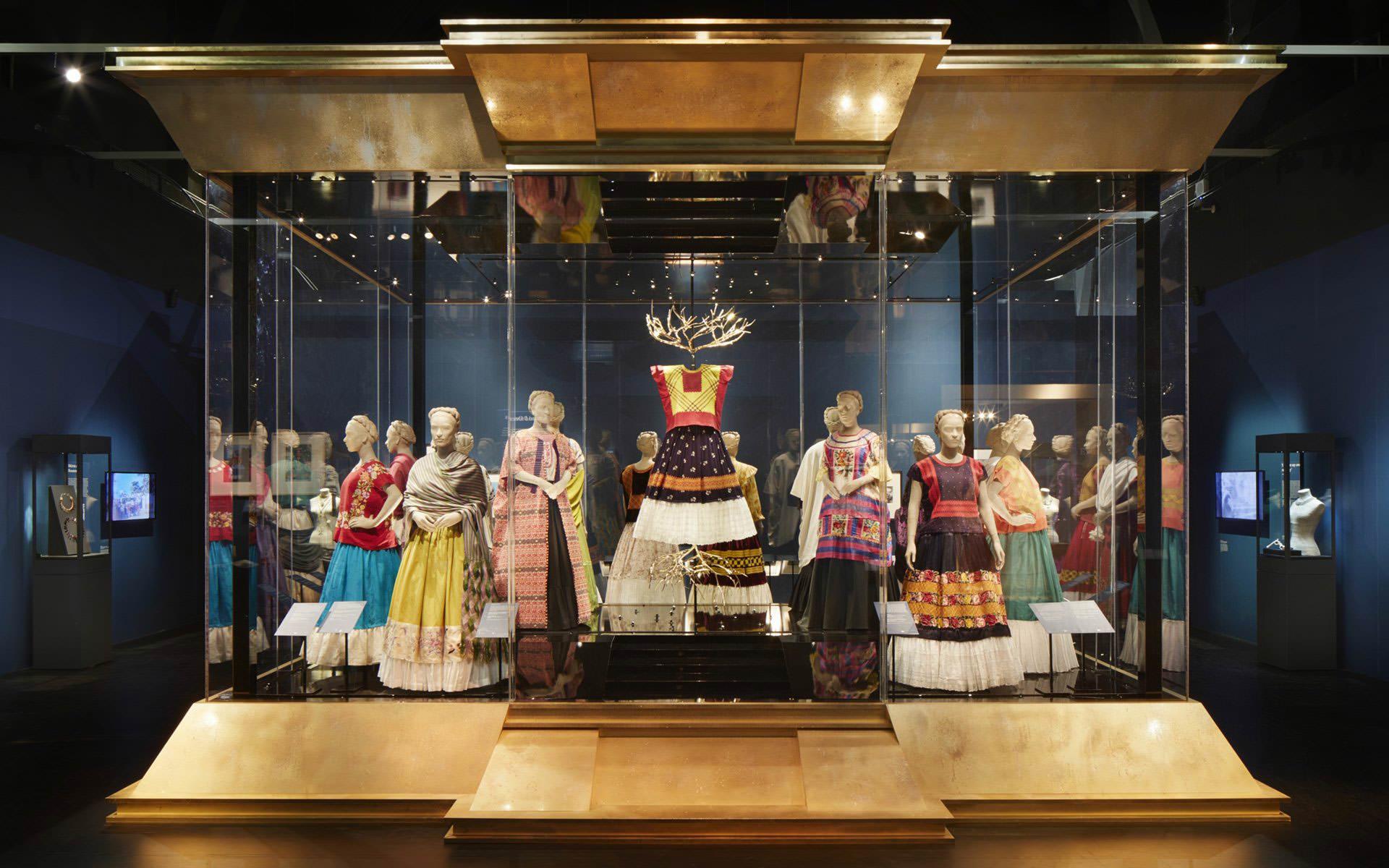 Frida Kahlo, moda, stroje, wystawa, Victoria and Albert Museum, Londyn, Niezła Sztuka