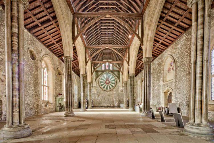 Okrągły Stół, zamek Winchester, wielka sala, król artur, Niezła sztuka