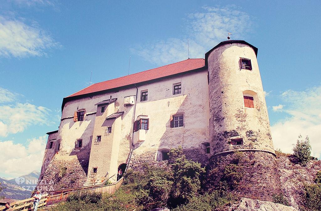 Zamek Rodengo w północnych Włoszech, Niezła sztuka