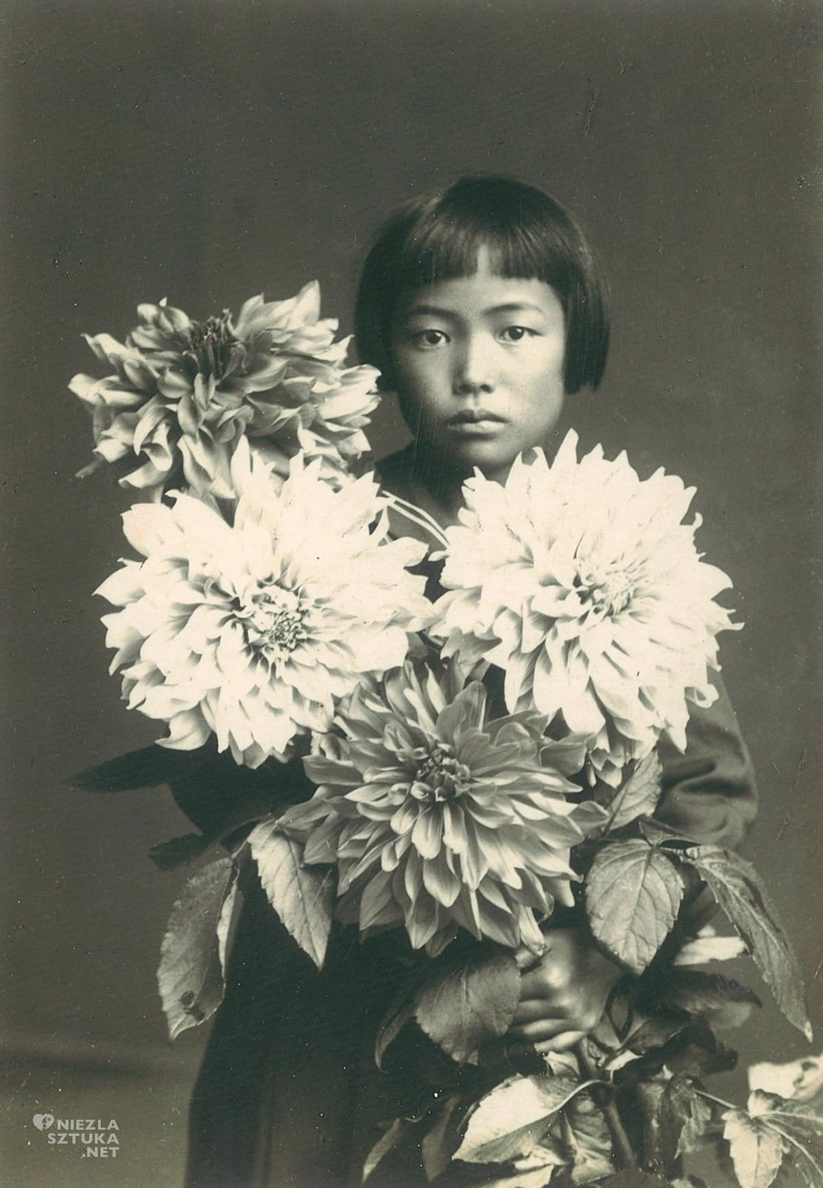 Yayoi Kusama, fotografia, artystka, Niezła Sztuka