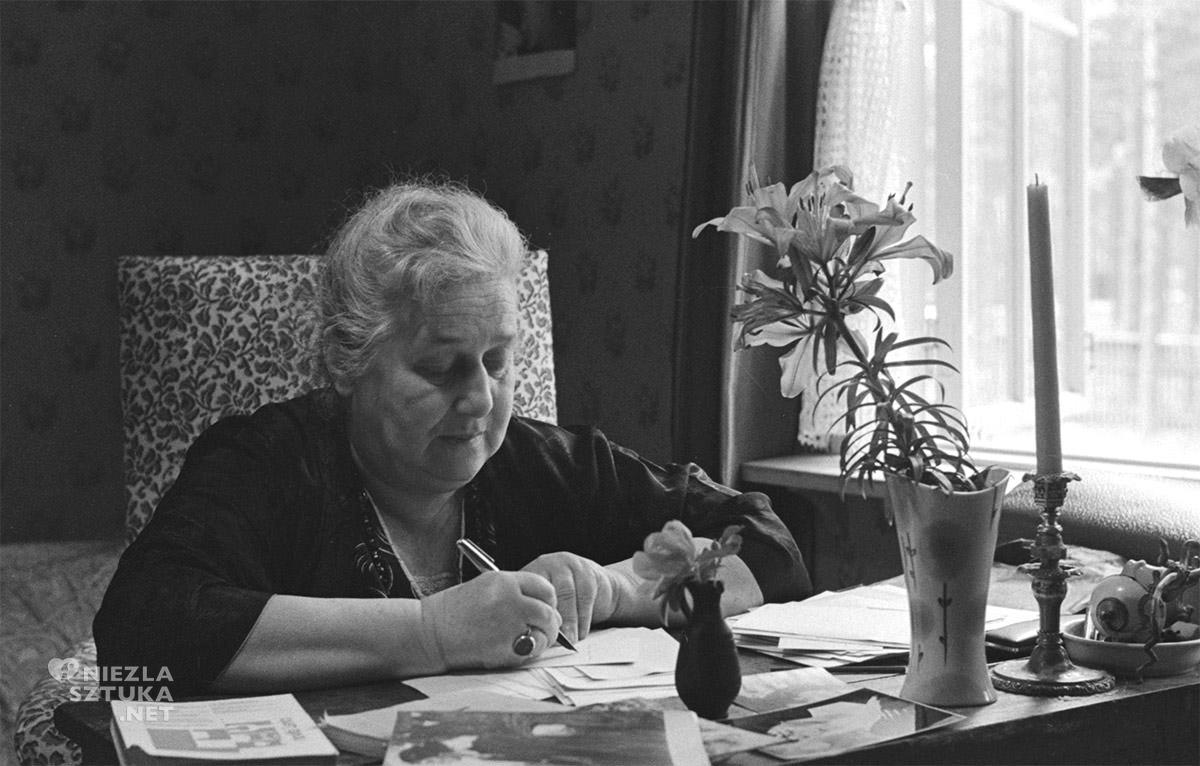 Anna Achmatowa, Niezła sztuka