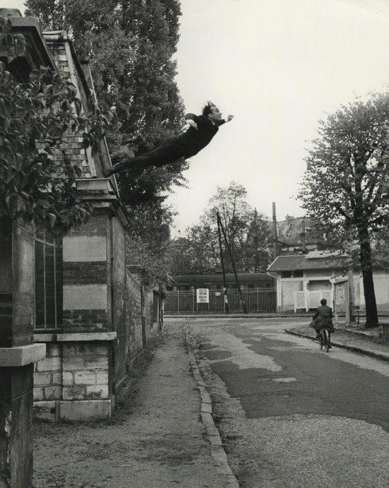 Yves Klein, skok w pustkę, awangarda, fotografia, sztuka francuska, artysta francuski, Niezła sztuka
