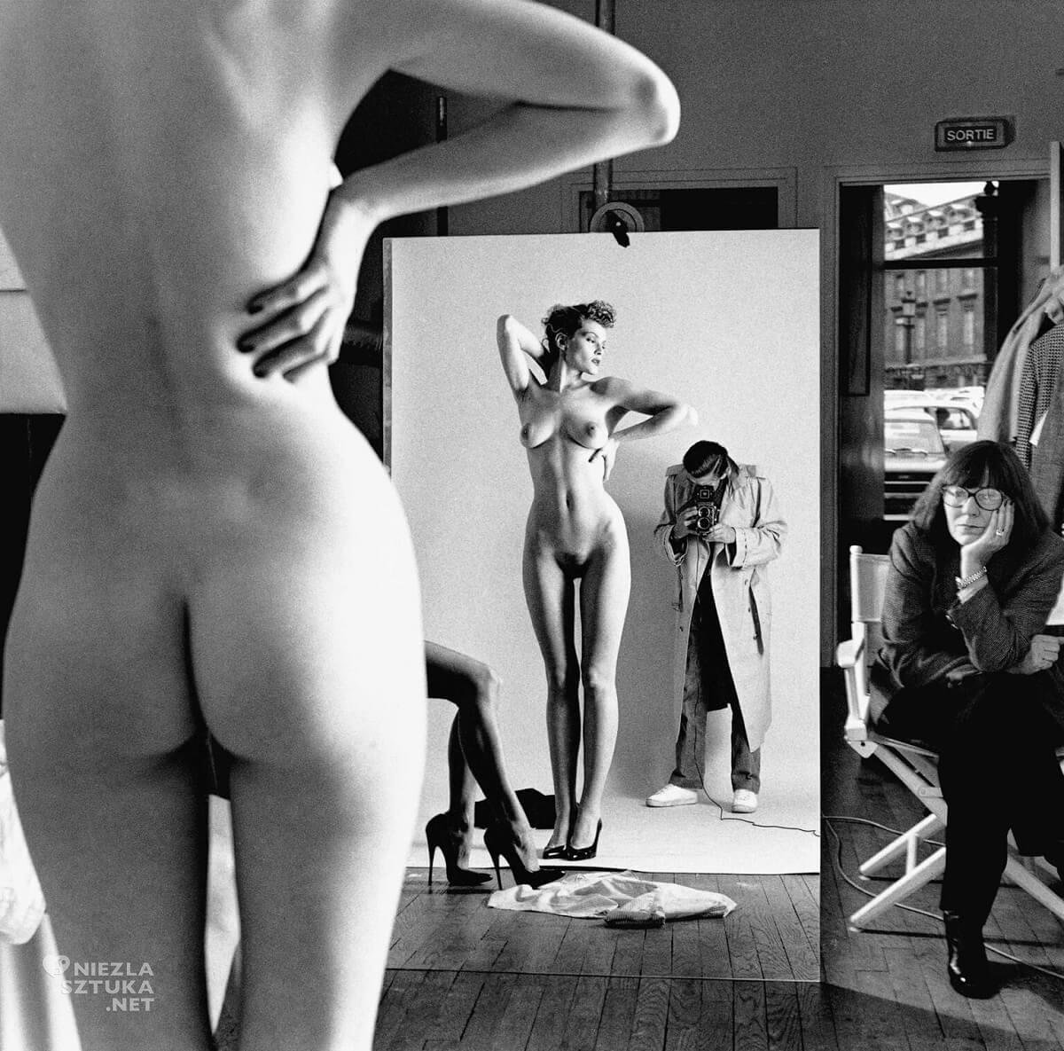 Helmut Newton, Autoportret z żoną i modelkami, fotografia, akt, autoportret, kobiety, Niezła Sztuka
