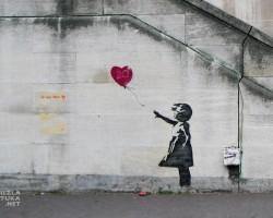 Banksy, Dziewczynka z balonikiem, street art, mural, Londyn, Niezła Sztuka