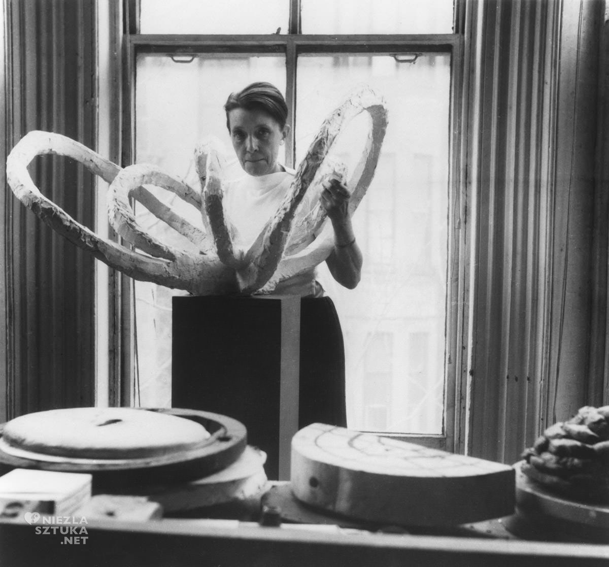 Louise Bourgeois, rzeźbiarka, rzeźba, studio, Life flower, niezła sztuka
